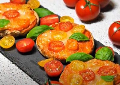 Rajčatová mini pizza – videorecept Farma Bezdínek